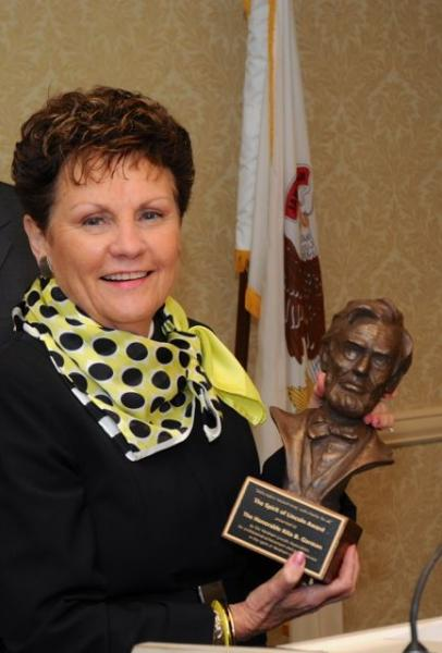 "Chief Justice Garman with her ""Spirit of Lincoln Award"""