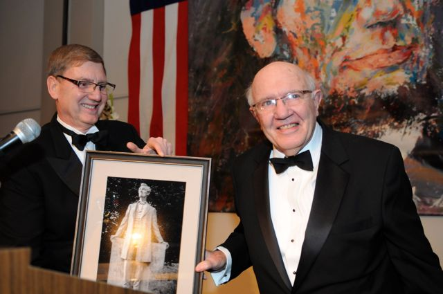 ALA's President Robert A. Stuart, Jr. (left) presents the award to ISBA Past President Richard Thies.