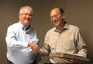 David Thies giving plaque to outgoing chair, Robert Kaufman
