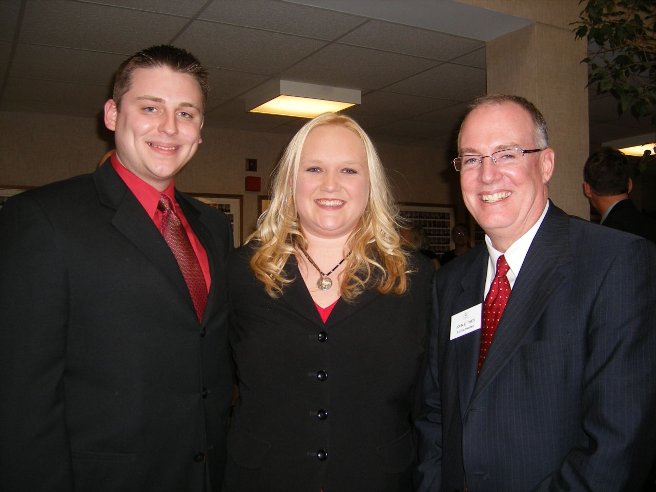 New Admittee Cortney Kuntze (center) with her husband, Paul (left), and ISBA 3rd Vice President Thies