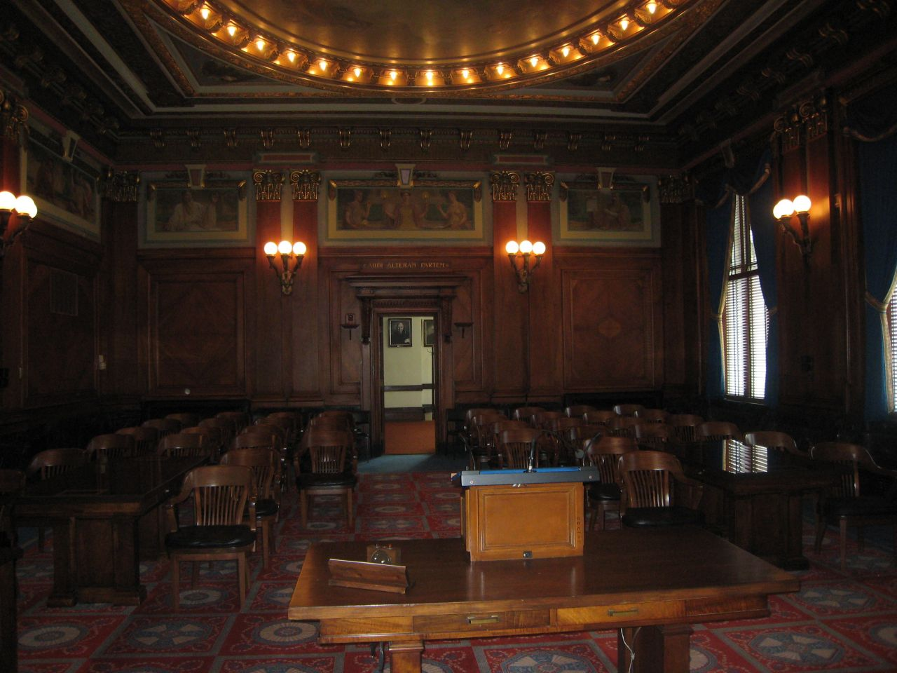 Gallery of the Illinois Supreme Court courtroom