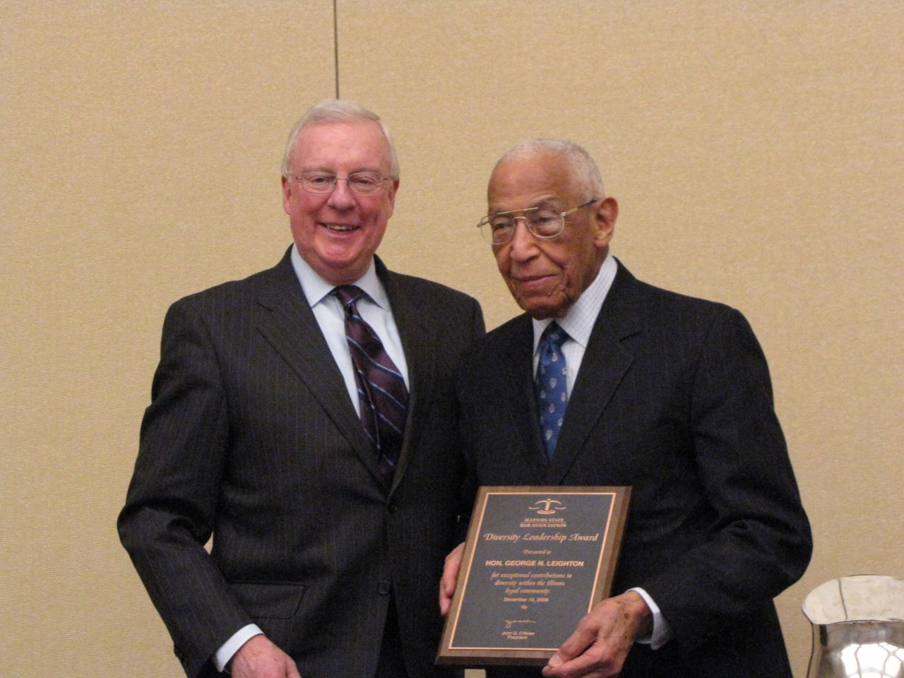 President O'Brien presents Judge Leighton with the ISBA's first Diversity Leadership Award