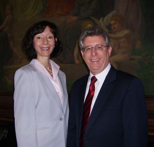 New admittee Carla G. Tolbert of St. Louis with ISBA Treasurer Carl Draper