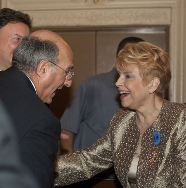 ISBA President Hassakis greets Illinois Comptroller Judy Baar Topinka. - Photo by Artur Zadrozny