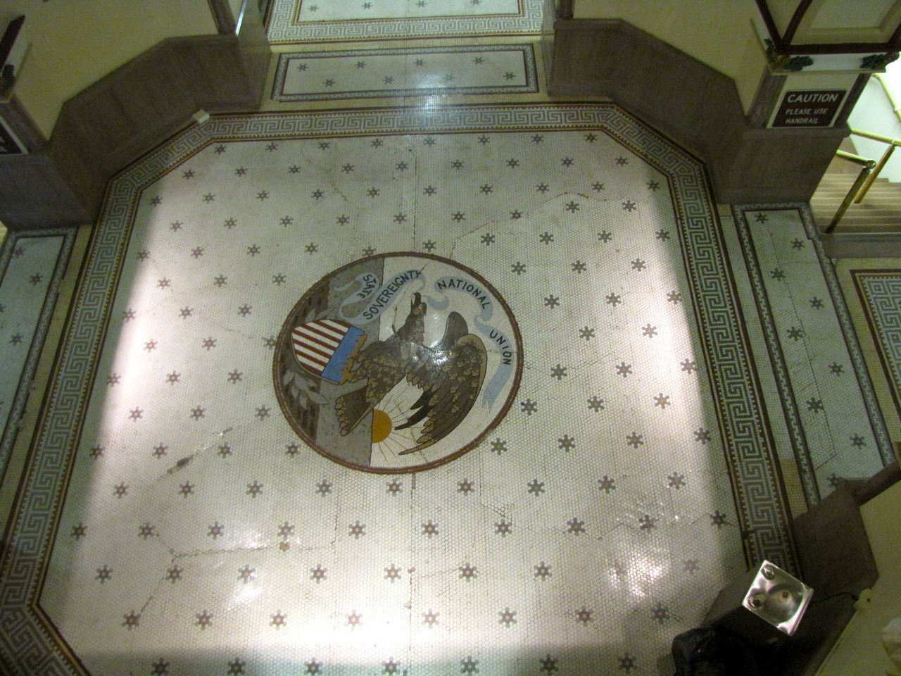 The seal of Illinois in the first-floor rotunda.