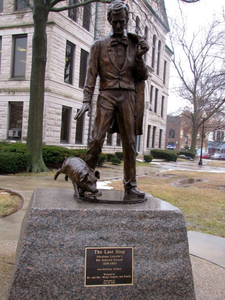 """Click to enlarge: The Lincoln and pig statue that sits on the courthouse lawn stems from Lincoln's famous """"Writ of Quietus"""" asking the judge to silence the serenade of pigs from under the courthouse."""