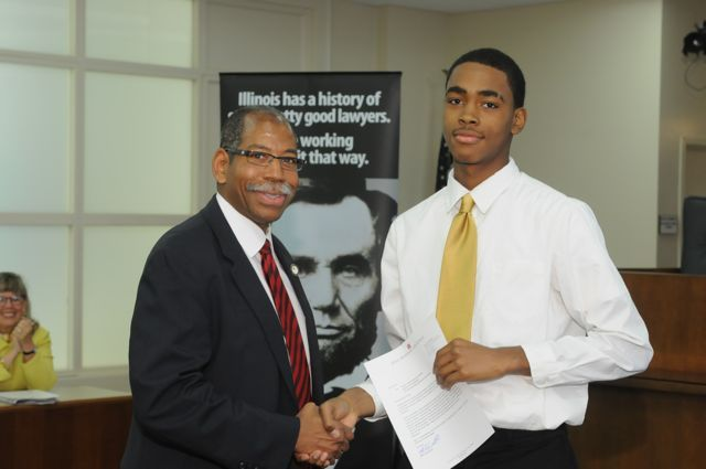 Dean Smith presents a Moot Court Award to Maurice Hunter