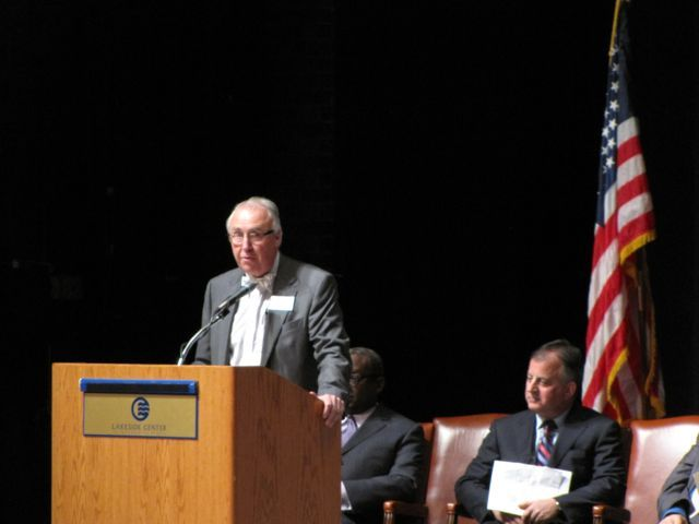 ISBA 3rd Vice President Umberto S. Davi congratulates the new admittees