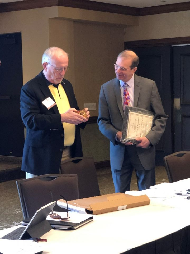 The Environmental Law Section Council's incoming chair Phil Van Ness presents a plaque to outgoing chair Kenneth Anspach.