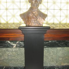 The bust of Abraham Lincoln presented to the Supreme Court by the ISBA