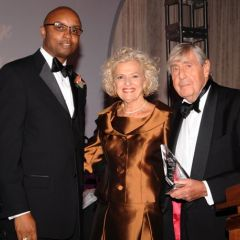 IBF President Vince Cornelius and Gala Co-Chair Jerold Solovy honor Justice Anne Burke as the 2010 Recipient of the Distinguished Award for Excellence.