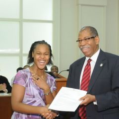 Mahja Foster receives a Moot Court Award from Dean Smith